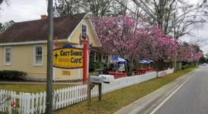 East Shore Cafe, A Quaint Little Cafe In Alabama, Belongs On Everyone's Dining Bucket List
