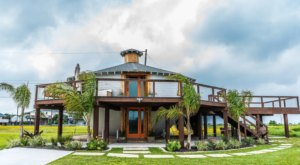 You Can Spend The Night In The Iconic Tea Kettle-Shaped House On The Texas Coast