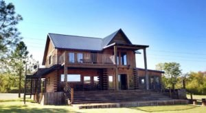 River Bend Lodge Is A Middle-Of-Nowhere Log Lodge In Oklahoma Where You'll Find Your Own Slice Of Paradise