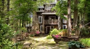 The Lake Rabun Hotel Is A Middle-Of-Nowhere Log Lodge In Georgia Where You'll Find Your Own Slice Of Paradise
