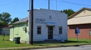 This Tiny Landmark Restaurant In Mississippi Serves Only One Item