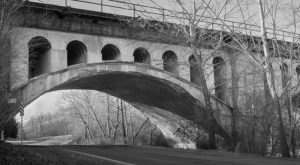 The Legend Of Indiana's Haunted Avon Bridge Is As Eerie As It Gets