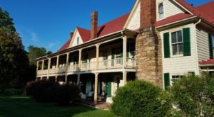 Spend A Few Nights At The Hummingbird Inn, A Virginia Getaway You Didn't Know You Needed