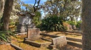 The Bonaventure Cemetery Is One Of Georgia's Spookiest Cemeteries