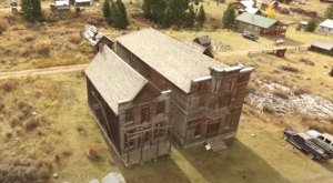 Everyone In Montana Should See What's Inside The Gates Of This Abandoned Town