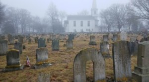 Old Commons Burial Ground Is One Of Rhode Island's Spookiest Cemeteries