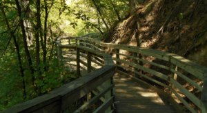 Smith Falls Trail Is A 1-Mile Hike In Nebraska That Leads You To A Pristine Waterfall