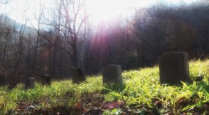 The Red Ash Cemetery Is One Of Tennessee's Spookiest Cemeteries