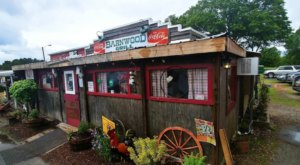 The Barnwood Restaurant In South Carolina Is A Charming Ramshackle Eatery In A Rustic Barn
