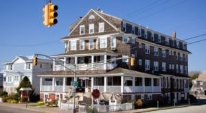 Stay Overnight In The 120-Year-Old Hotel Macomber, An Allegedly Haunted Spot In New Jersey