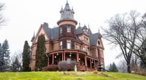 Stay Overnight In The 125-Year-Old Henderson Castle, An Allegedly Haunted Spot In Michigan