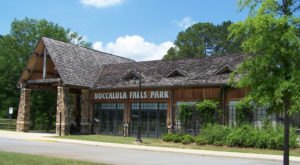 Enjoy Mini Golf, A Train Ride, Hiking, And So Much More At Noccalula Falls Park In Alabama