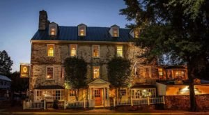 Virginia's Oldest Tavern In Middleburg Is A Haunted Gem Worth Seeking Out