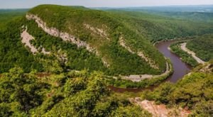 Mount Tammany Is A Challenging Hike In New Jersey That Will Make Your Stomach Drop