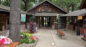 Explore A Fascinating Pioneer-Era Village At Har-Ber Village On Grand Lake In Oklahoma