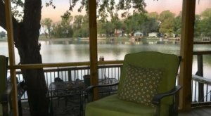 Get Away For The Night And Enjoy Lakeside Cabin Views You Won't Want To Give Up For Anything In Kansas