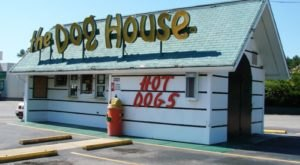 Open For 50 Years, The Dog House In North Carolina Serves Up Delicious Chili-Smothered Hot Dogs