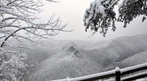 This Park In The Kentucky Mountains Transforms Into A Winter Wonderland That's Perfect For Snowy Hikes