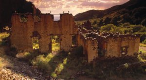 Nature Is Reclaiming This One Abandoned New Mexico Spot And It's Actually Amazing