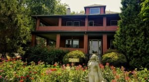 Surrounded By New York's Wine Country, The 1922 Starkey House Is A Dreamy B&B