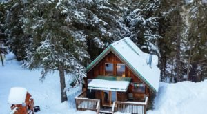 Huddle Up In This Girdwood Cabin After A Day Playing In Alaska's Winter Wonderland