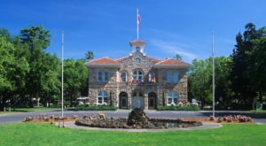 Sonoma Plaza Is A Historic Landmark In Northern California That Dates Back To The 1800s