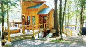 A Romantic Getaway Awaits You At This Enchanting Treehouse Cabin in Vermont
