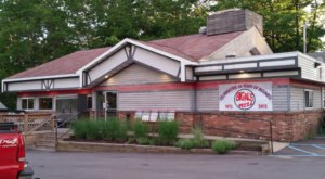 Big Al's Pizza Is A Local Treasure In Michigan That Has Satisfied Cravings For More Than 45 Years