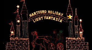 Connecticut's Enchanting 2-Mile Holiday Light Fantasia Drive-Thru Is Sure To Delight
