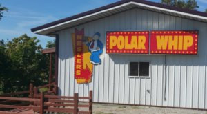You Don't Have To Wait For Winter To Eat The Delicious, Affordable Burgers At Polar Whip In Illinois