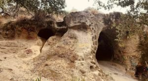 The Spooky Hiking Trail In Southern California, Vanalden Cave Trail, Will Lead You Straight To A Little-Known Cave