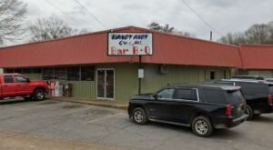 An Old-School, No-Frills Eatery, Handy Andy In Mississippi Has Been A Local Favorite Since The 1970s