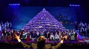 Portland's Singing Christmas Tree In Oregon Has Never Missed A Performance In 58 Years