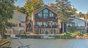 Forget The Resorts, Rent This Charming Waterfront House In Iowa Instead