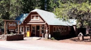 Visit Beckie's Cafe, The Small Town Diner In Oregon That's Been Around Since The 1920s