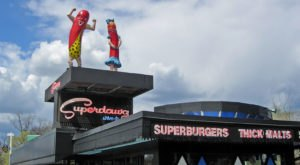 Superdawg Is A Tiny, Old School Drive-In That Might Be One Of The Best Kept Secrets In Illinois