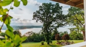 Forget The Resorts, Rent This Charming Waterfront Lake House In Missouri Instead