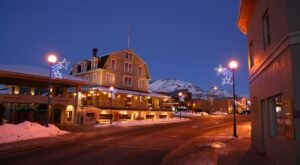 Enjoy A True Small Town Holiday At Lake Chelan In Washington