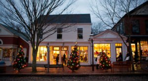 Every Year, The Charming Town Of Nantucket In Massachusetts Transforms Into A Winter Wonderland