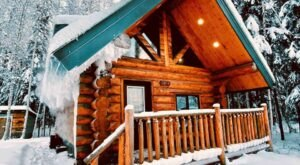 Have The Most Magical Alaskan Winter Possible At This North Pole Cabin With A Hot Tub