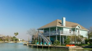 Forget The Resorts, Rent This Charming Waterfront Bungalow In Texas Instead