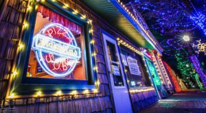 Spring Lake Sparkle In Michigan Is A Downtown Holiday Drive-Thru That Will Lift Your Spirits