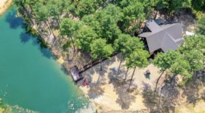 Forget The Resorts, Rent This Charming Waterfront Airbnb In Oklahoma Instead