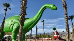 The Massive Cabazon Dinosaurs In Southern California Are All Decked Out For Christmas And It's An Epic Sight To See