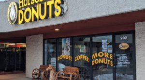 Treat Your Tastebuds To The Deliciousness That Is Horseshoe Donuts In Colorado