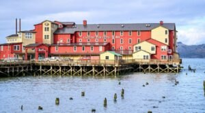 The Cannery Pier Hotel In Oregon Sits Right Over The Columbia River And It's Stunning