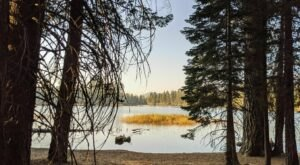 The Brief But Beautiful Manzanita Lake Trail In Northern California Is Fun For The Whole Family