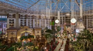 The Gaylord Texan Hotel In Texas Gets All Decked Out For Christmas Each Year