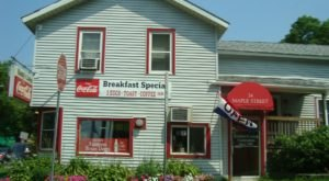 Visit Handy's Lunch, The Small Town Diner In Vermont That's Been Around Since The 1940s