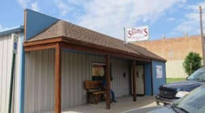 Feast On Hometown Eats Done Right At Joe Snuffy's Cafe In Kansas